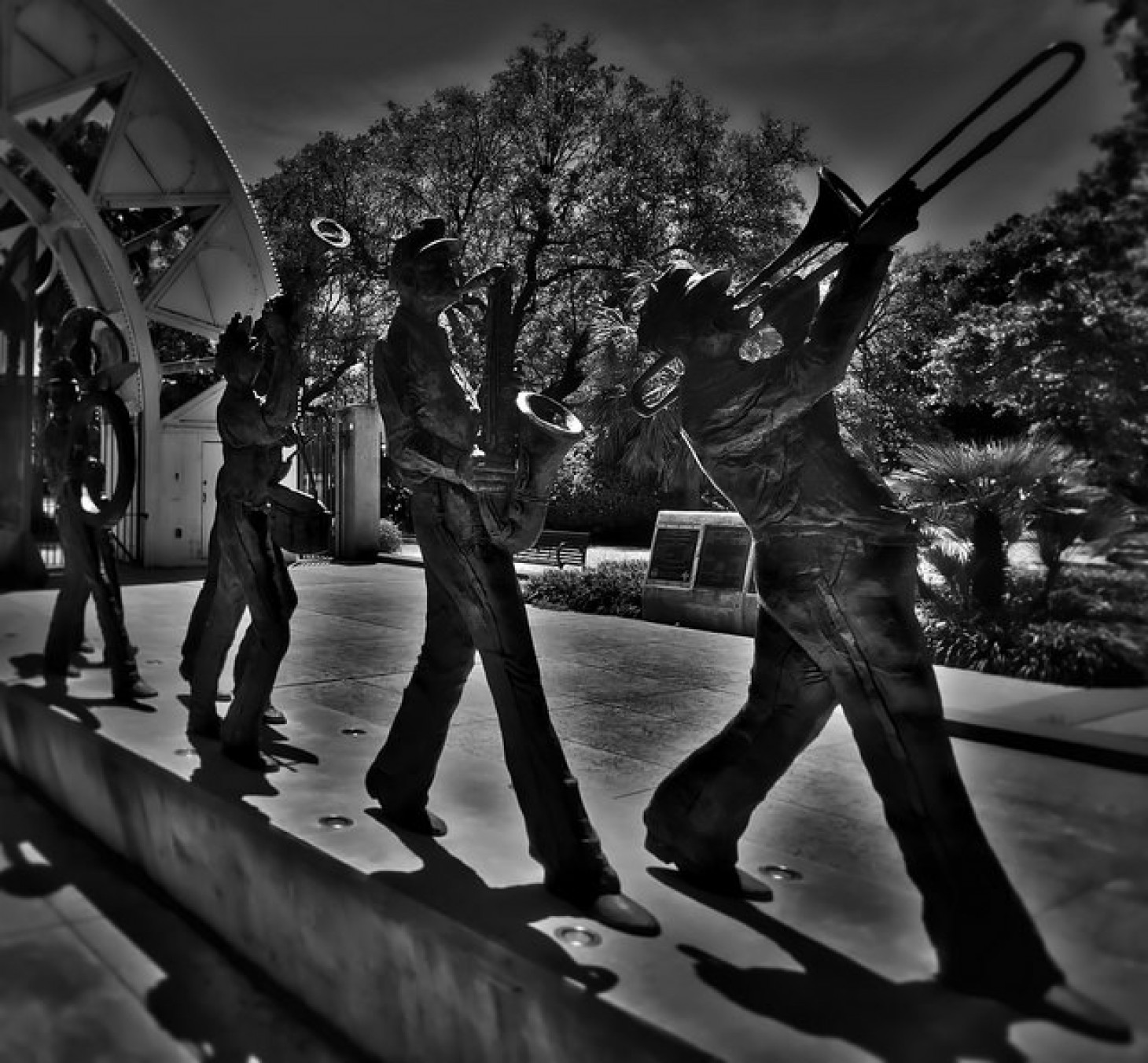 Sculpture of a jazz trio in New Orleans.
